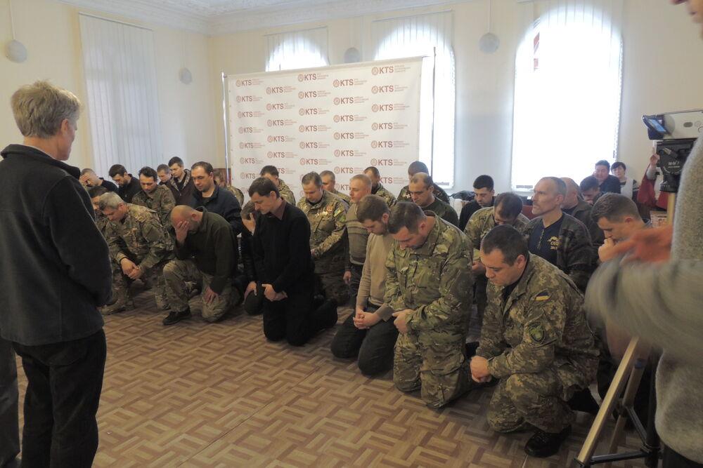 ukrainian chaplains in training receivestrauma literature