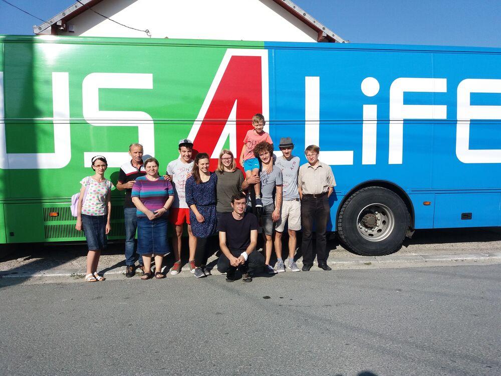 bus4life outreach team in romania
